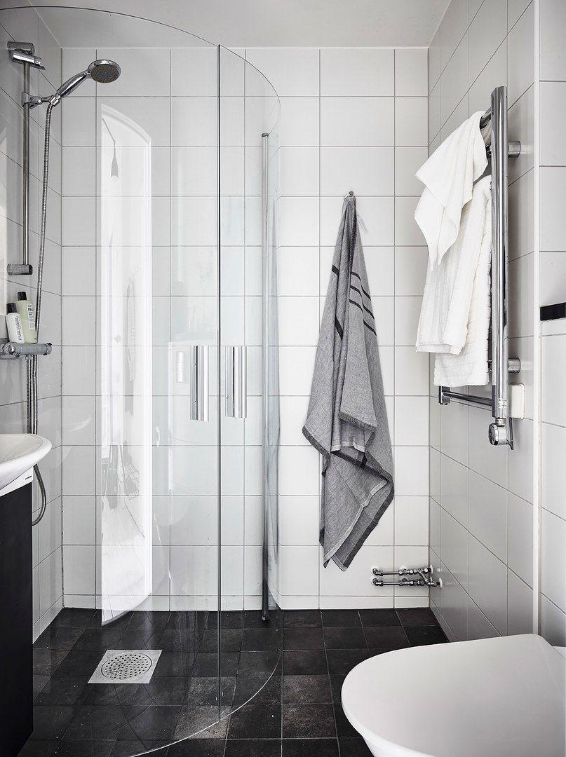 Скандинавскую девушку в туалете