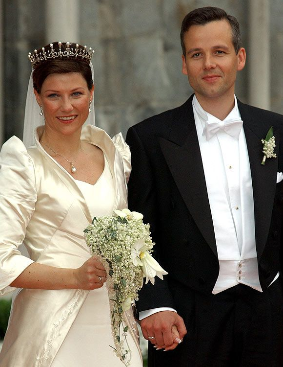 Knowing The Royals Wedding Of Princess Martha Louise Of Norway And Ari Behn May 24 2 Konigliche Hochzeitskleider Beruhmte Hochzeitskleider Royale Hochzeiten