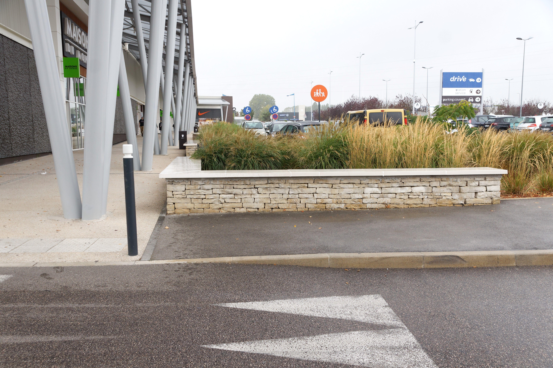 Couvertine Beton Plate Alentour Chantier Centre Commercial Grand Quetigny Dessus De Muret Couvre Mur Beton Prefabrique