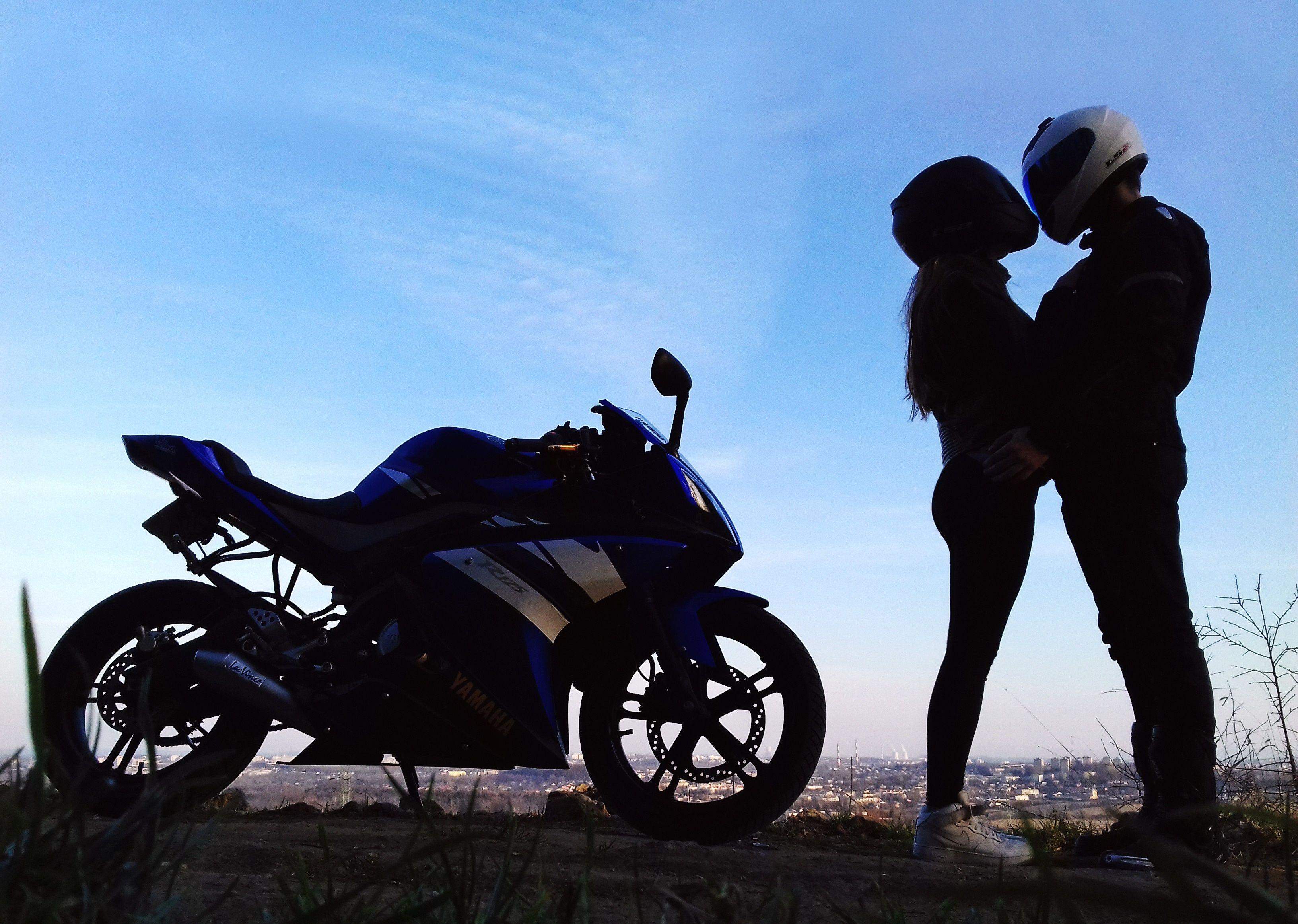 пилоту фото байкера на мотоцикле с любимым человеком небольшой части