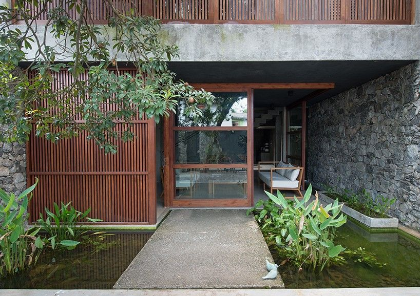 Palinda Kannagara Introduces Nature Into Linear House In Sri Lanka Courtyard Design House Landscape Townhouse Exterior