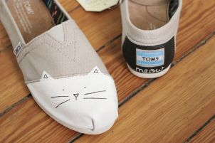 Painted,Cat,Toms,Shoes