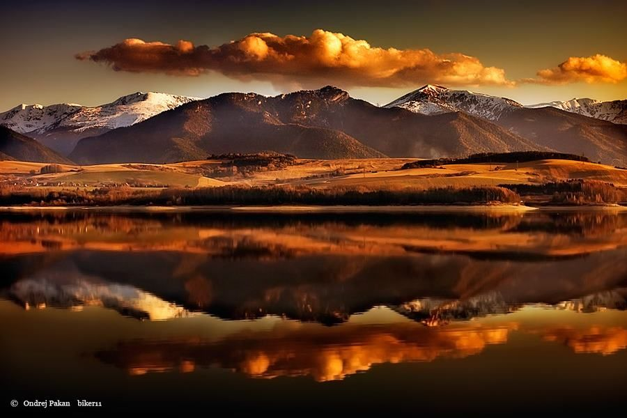 HD wallpapers are most beautiful and attractive.Beautiful Mountain Lake HD Wallpapers very Interesting and amazing.Now you can download free for and Computer laptop background.