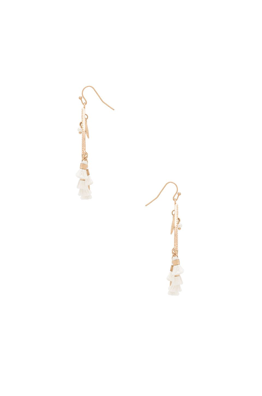 SHASHI Mira Tassel Earring in 화이트 | REVOLVE