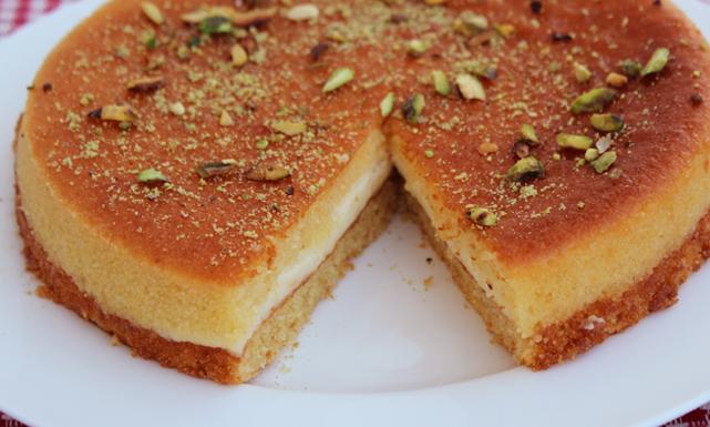 طريقة عمل البسبوسة حلى سهل جد ا Basbousa Recipe Arabic Sweets Arabic Sweets Recipes
