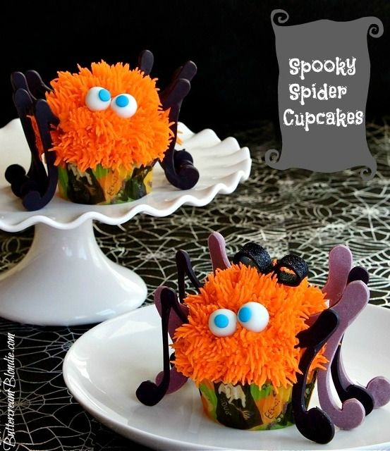 Spooky Spider Cupcakes - learn how to make these cute & spooky spider cupcakes for Halloween! | ButtercreamBlondie.com #Halloween #cupcakes