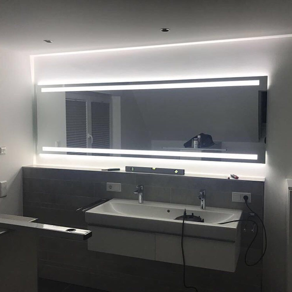 Arezzo Oben Unten Design Badspiegel Mit Led Beleuchtung Zum Produkt Artikelnummer 2204501 Webseite Www Spiegelid De Di Bathroom Mirror Bathroom Lighting