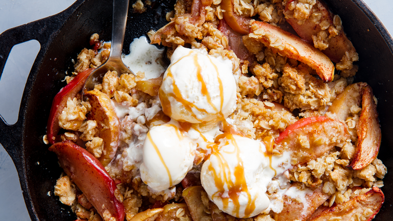 This Is The Best Apple Crisp You'll Ever Make
