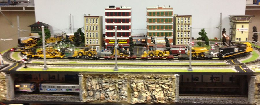 MTH Rail King 4'x8' Layout with DCS Trains Buildings Figures
