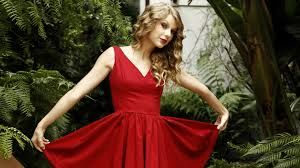Taylor has a classic beauty, she also looks much better in big flowing dresses than in skimpy shorts. In my opinion anyway.