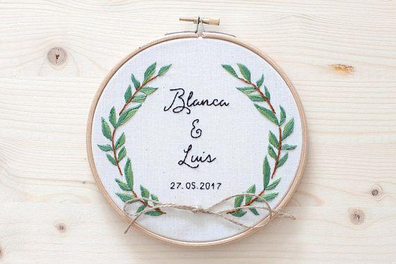 Bastidor porta alianzas para bodas - Ramas Olivo // Wedding embroidery Olive tree