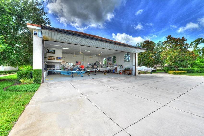 7 Hangar Homes That Will Make You Dream Away Hangar Flights Airplane Hanger House Hangar Rustic House