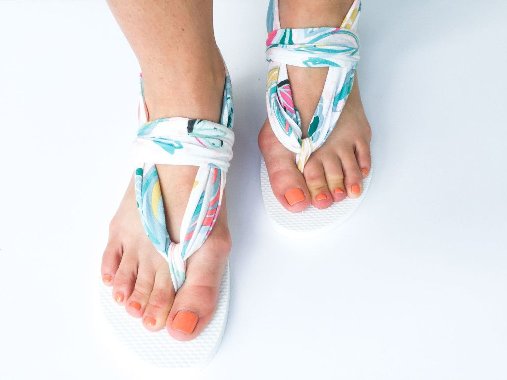 b99890df72213 Sling Back Flip Flop Tutorial DIY    SewCaroline.com