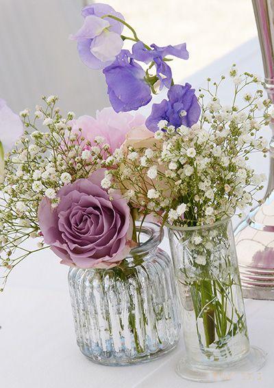 hochzeitsdeko vintage look in flieder und weiss mit wicken schleierkraut und rosen dekoration. Black Bedroom Furniture Sets. Home Design Ideas