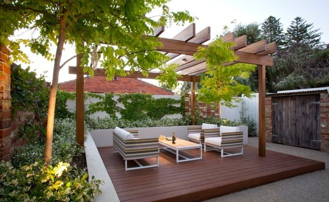 Landscape design ideas from a stylish south fremantle for Small courtyard landscaping ideas