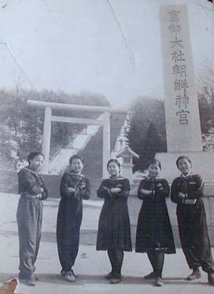 Students visit the Ise Shrine, 1935.