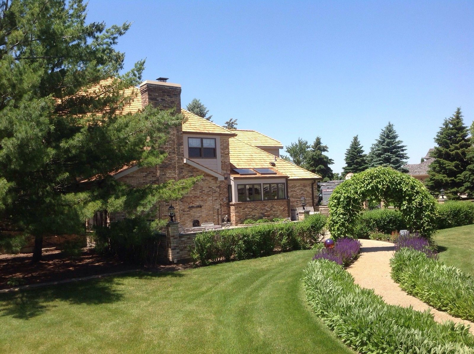 Best Cedar Roofing Installation With Images Roofing Cedar 400 x 300