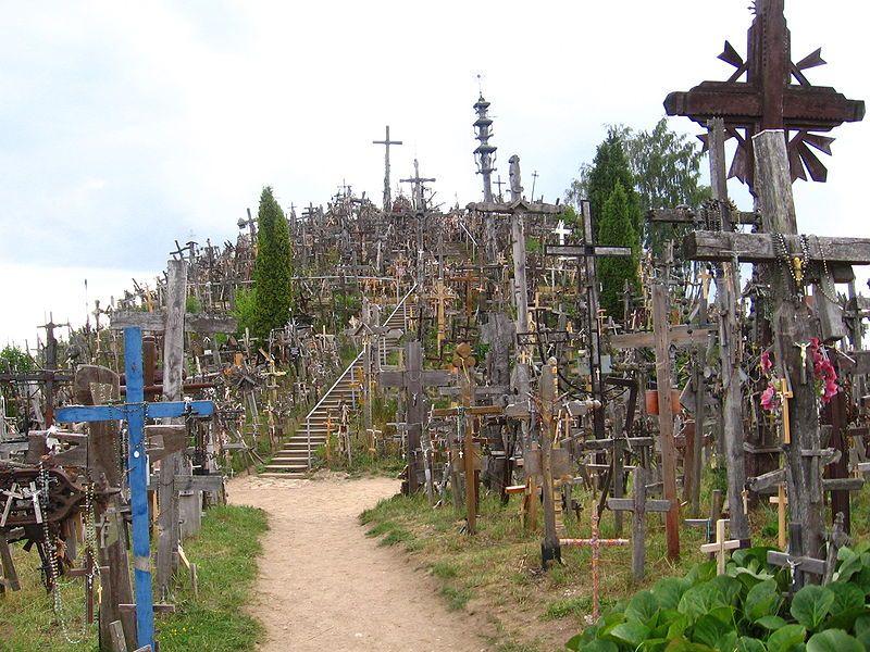 Colina de las Cruces (Kryžių kalnas), en Lituania. Originalmente ...