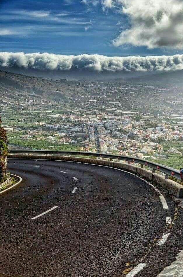 Valle De Aridane Desde La Carretera De El Time Con La Cascada De Nubes Sobre La Cumbre Isla De La Palma Canarias Isla De La Palma Palmas Islas