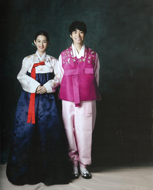 Korean Celebrity Wedding Photos: Tablo & Kang Hyejung Wedding Photos In Hanboks