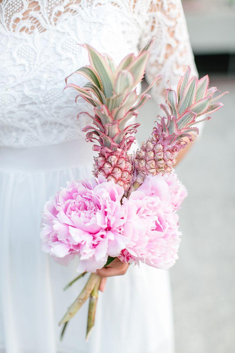 Blume Des Monats September Pinke Ananas Blumenstrauss Hochzeit Brautstrauss Tropische Hochzeitsdekoration