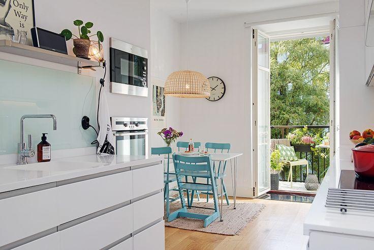Azurowa Lampa Z Bambusa Kacik Jadalniany W Kuchni Jak Urzadzic Mala Jadalnie W Kuchni Skandynawska Kuchnia Z Jadalnia Piekne Dining Room Design Home Home Decor