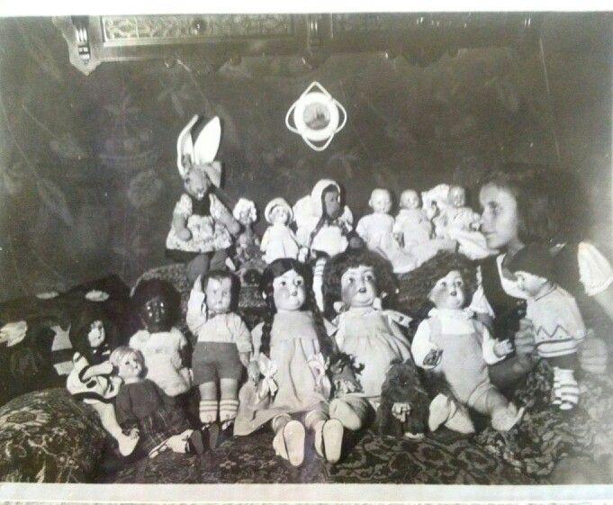 Meine Mutter mit ihren Puppen 1932