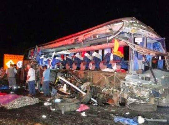 Tragédia:Choque entre caminhão e ônibus mata 11 pessoas