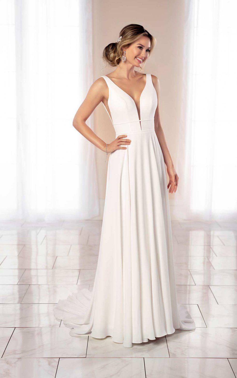 Minimalist Grecian Inspired Wedding Gown Stella York Wedding Dresses Stella York Wedding Dress York Wedding Dress Grecian Wedding Dress [ 1563 x 980 Pixel ]