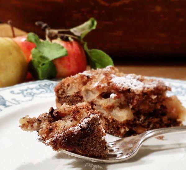 Apple and walnut cake. www.dornberg.no/mat