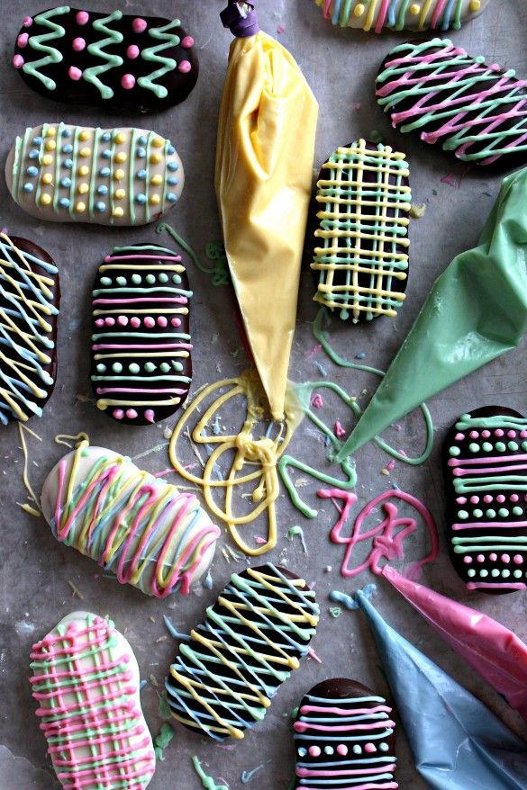 Milano Cookie Easter Eggs- Chocolate-mint Milano Cookies coated in creamy white or dark chocolate and decorated with white chocolate designs! A fun, creative Easter activity for the whole family!| The Monday Box #easter #eastercookies #milanocookies #eastereggs