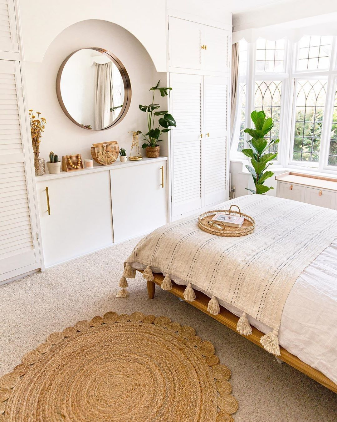 Extra Space Storage On Instagram Gorgeous Minimalist Bedroom Not Too Much Or Too Little Minimalist Bedroom Design Bedroom Interior Interior Design Bedroom