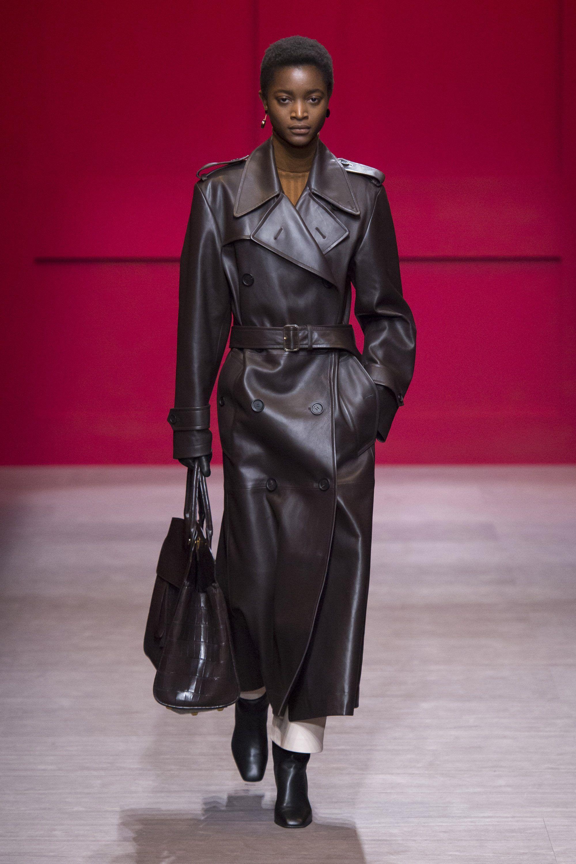модные кожаные женские пальто фото сшита множества