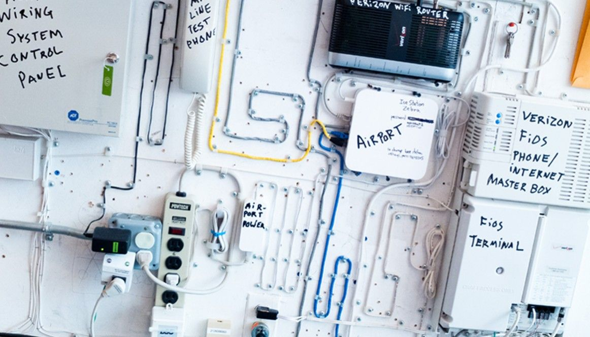 i\'d be happy if i ever achieved this kind of cable organization ...