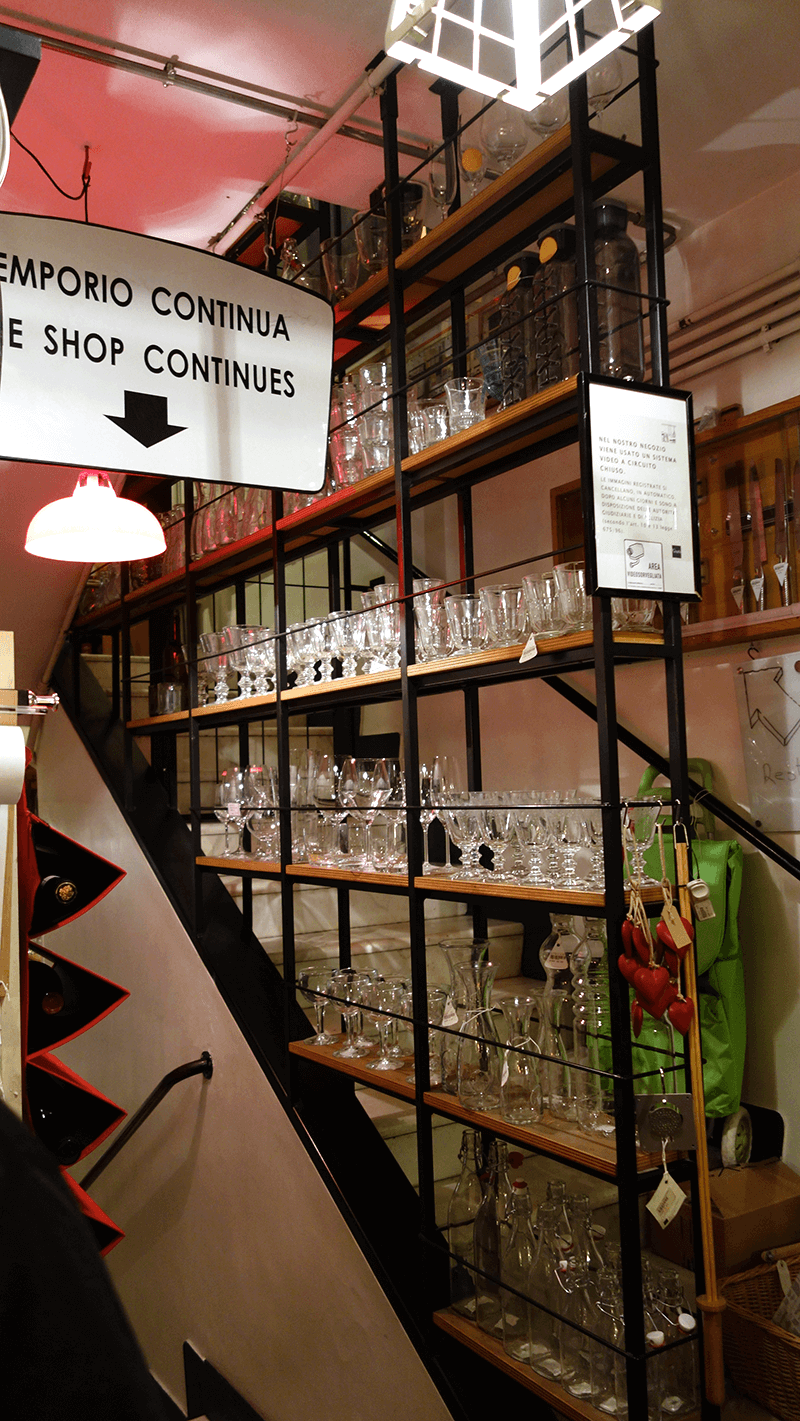 best kitchen stores island and chairs gusto emporio libreria store rome the taste italy one of in glassware at