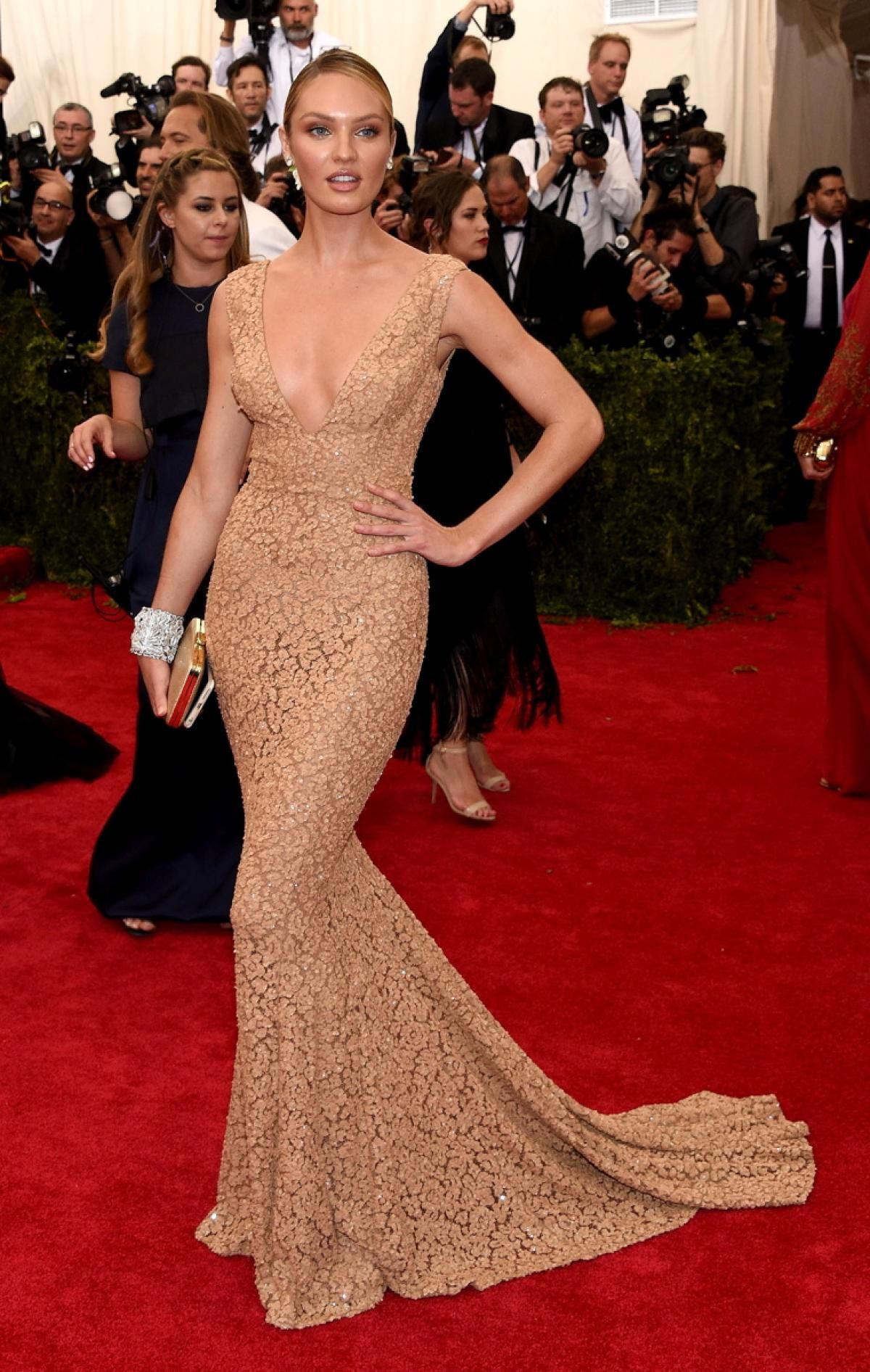 Candice Swanepoel Photos Met Gala 2015 Best And Worst Red Carpet Looks On Fashion S Biggest Night Celebrity Dresses Met Gala Dresses Lace Evening Dresses