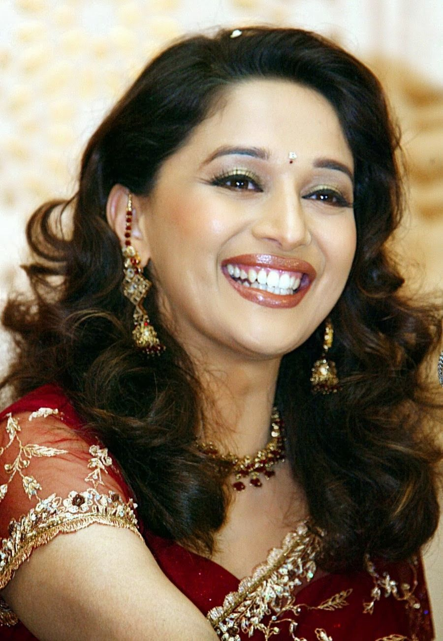 Madhuri Dixit Cute Smile K Wide Uhd Wallpaper Hd Wallpapers 645864