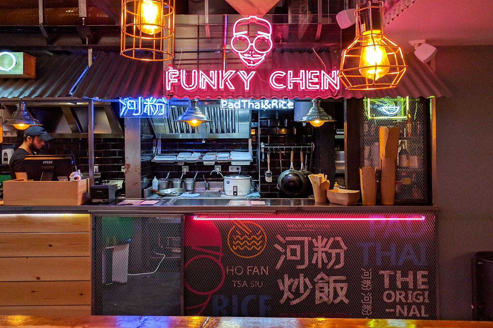 Yatai Market El Sudeste Asiático Está Al Lado De La Puerta Del Sol En 2020 Restaurante De Hamburguesas Comida De La Calle Diseño De Barra De Café
