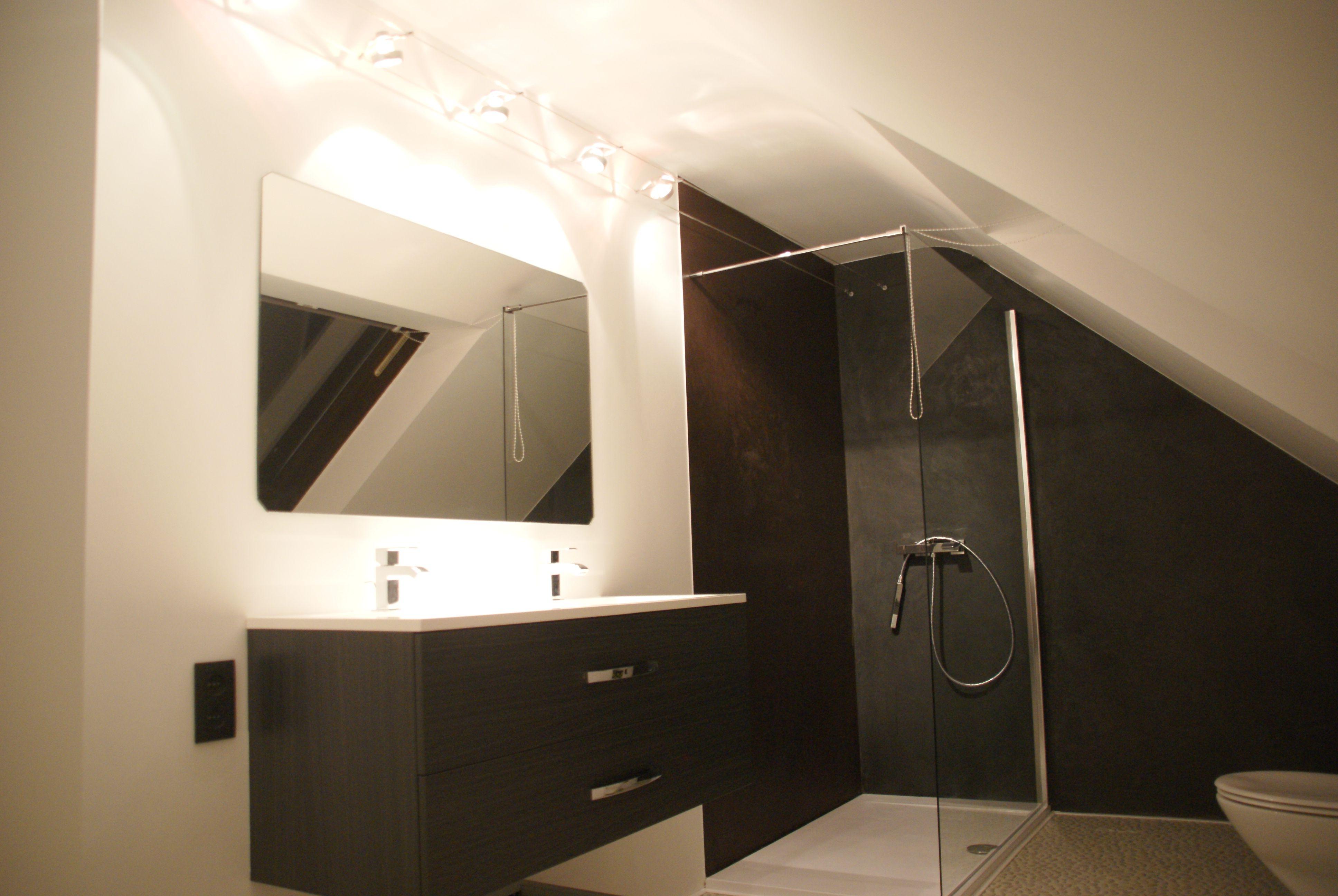 Mortex badkamer schuin dak huis bathroom pinterest attic bathroom and attic - Badkamer mansard ...