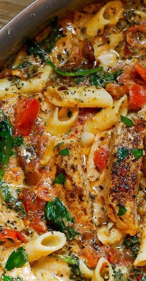 Creamy Chicken and Bacon Pasta with Spinach and Tomatoes
