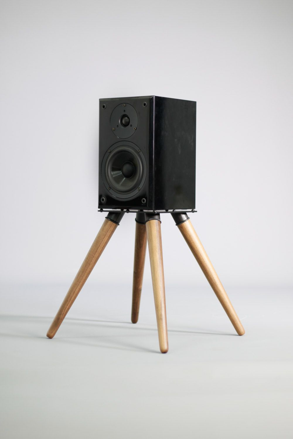 8 Great DIY Speaker Stand Ideas that Easy to Make | DIY