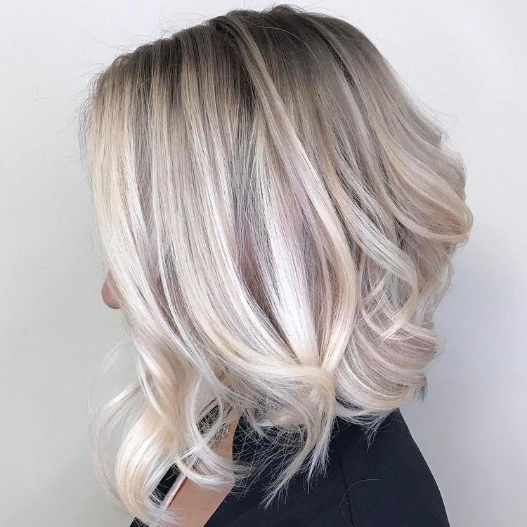 Gestufte Haare Kurz Bob Silber Platinblond Hairstyles Gestufte Haare Haarschnitt Mittellange Haare Balayage Frisur