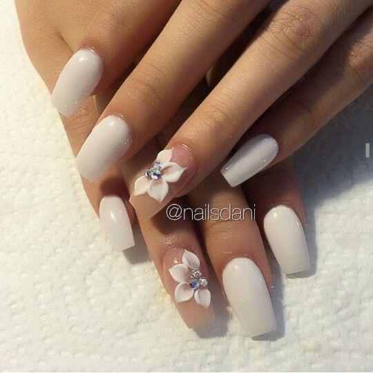 3d Flower Design Neutral White Nails Acrylic Nail Designs Pretty Acrylic Nails Neutral Nails