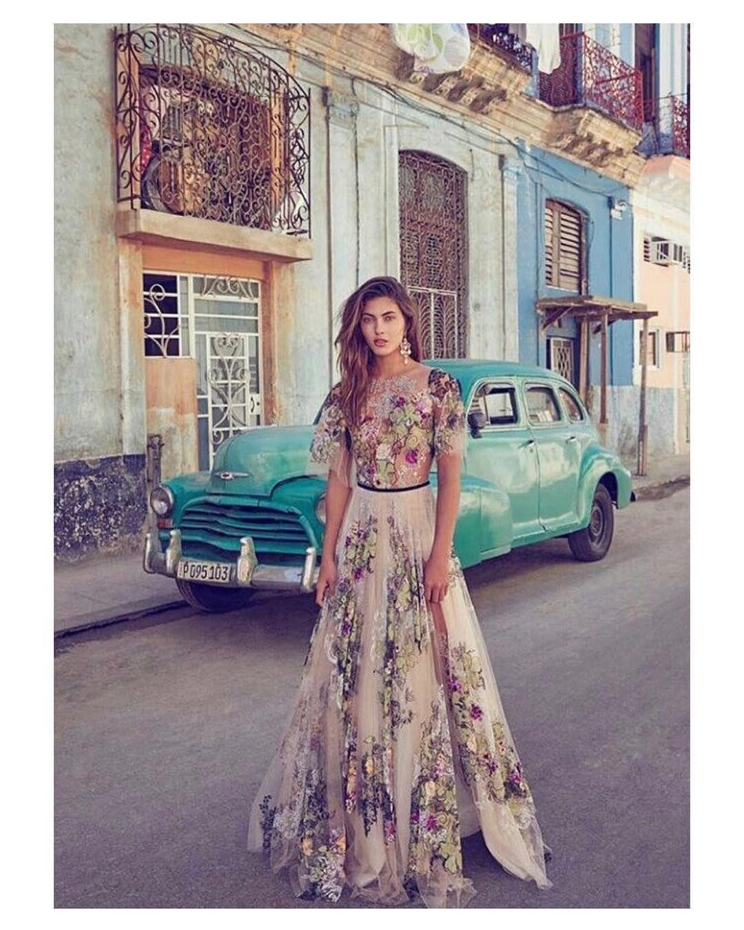 Espectacular vestido de invitada de @suzanneharward de inspiración ...