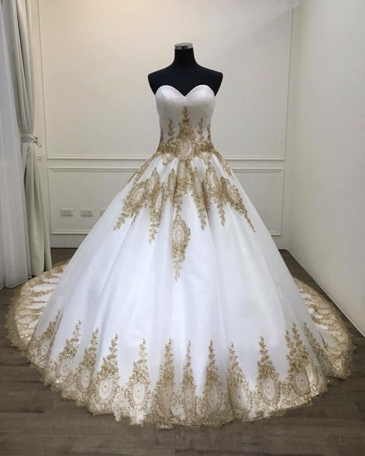 White Ball Gown Quinceanera Dresses Big Wedding Dress With Gold Appliques Puffy Sweetheart Prom Dresses P358 In 2021 White Ball Gowns Gowns Ball Gowns [ 1500 x 1200 Pixel ]