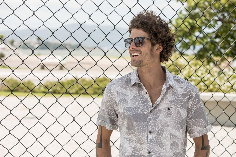 9a38fa166 Camisa masculina, moda, tendências, lifestyle, óculos, relógios, confecção,  praia