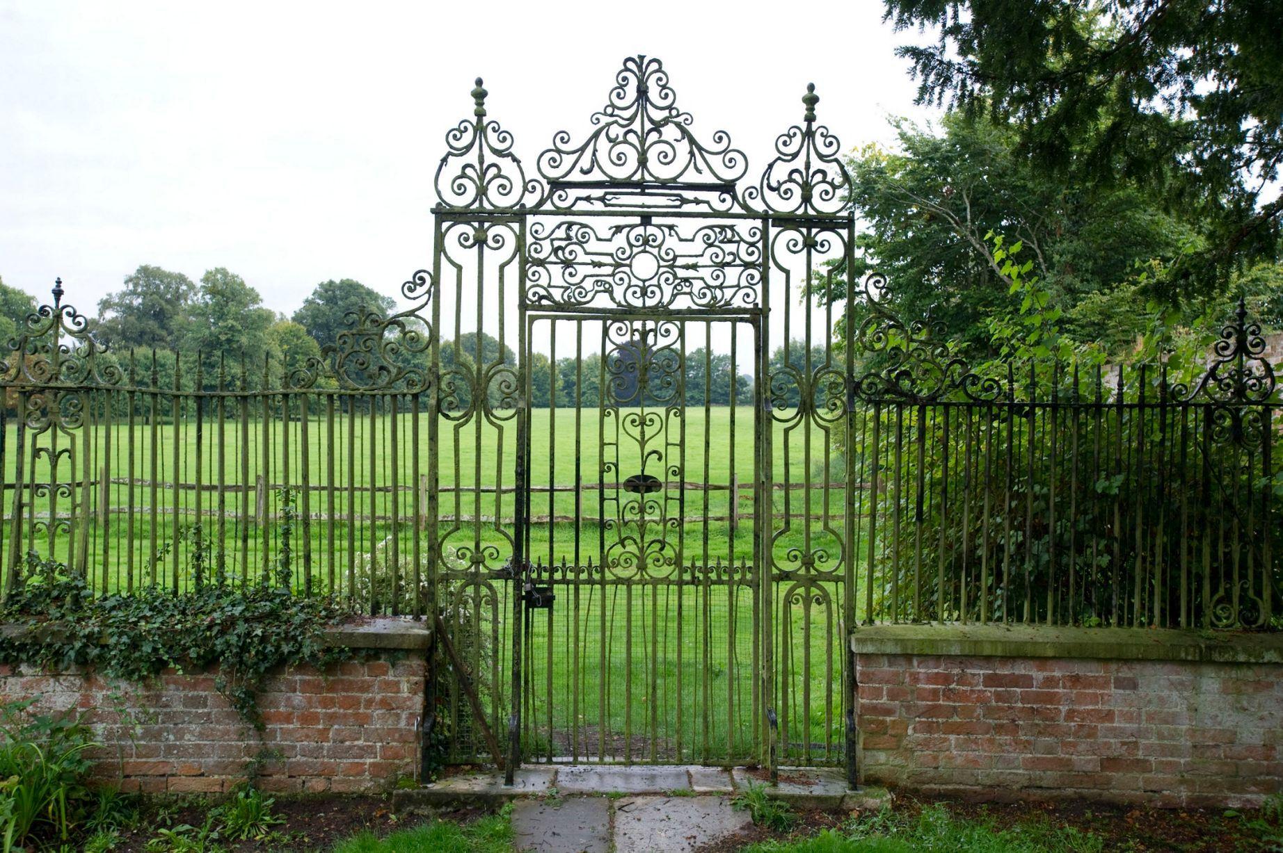 Grand cast iron gate, decorative iron gate, beautiful garden ...