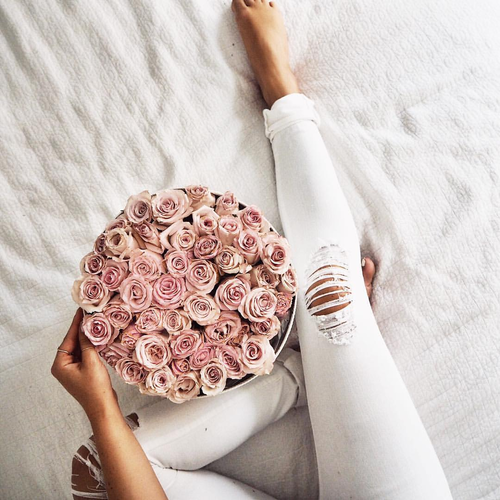 Výsledek obrázku pro bouquet girl tumblr