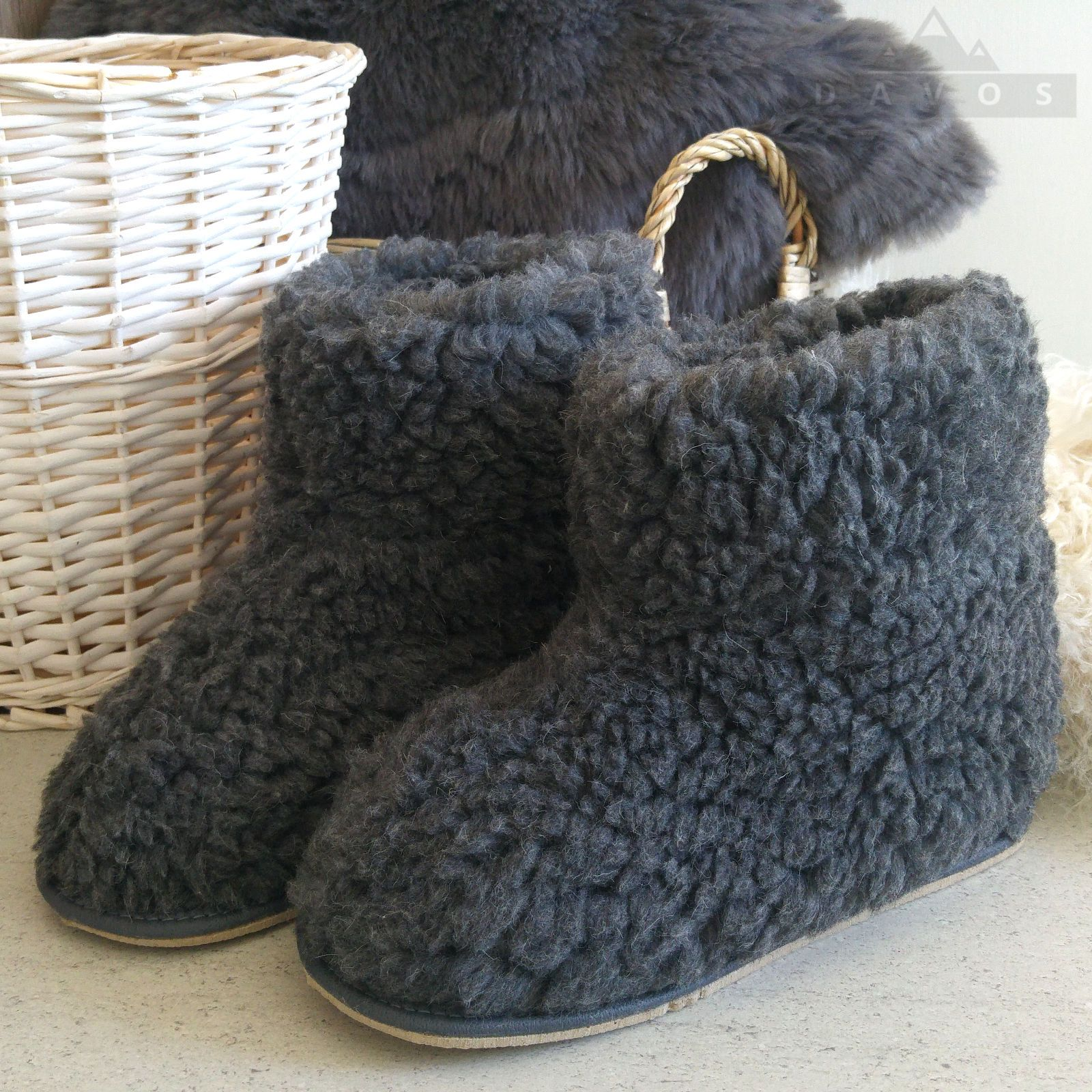 New  Women/'s Men/'s Grey Natural Sheep Wool Snug Slippers Hard Rubber Sole Boots
