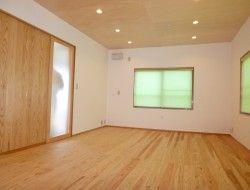 無垢杉フローリング板 壁板 天井板 室岡林業の製材工場 杉